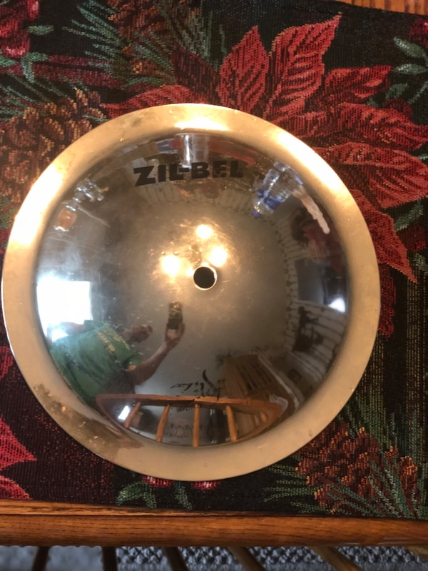 Zil-bel drum cymbal in good condition