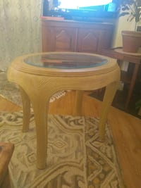 End table /glass top table