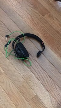 black and green corded headset 375 mi