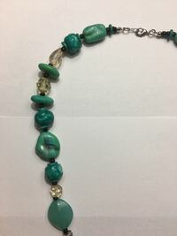 Green stoned beaded necklace Kingston, K7M 8X3