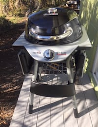 Gray and black char-broil charcoal grill