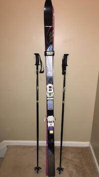 pair of black ski poles and unpaired black and gray ski blade Burke, 22015