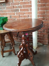 Vintage round brown wooden pedestal table 376 mi