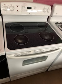 GE white electric stove  Woodbridge, 22191