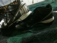 black-and-gray Nike athlete shoes size 5Youth BOY