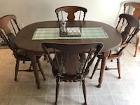 NEW PRICE! Kitchen Table w/ 6 chairs and 3 leaves Lancaster, 17601