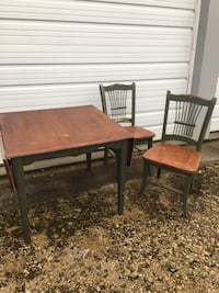 Table and 2 chair- Needs TLC  Mount Vernon, 52314