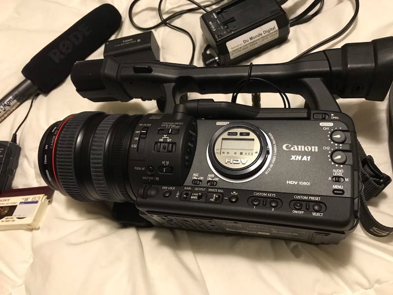 Professional Video Camera with box and Rodeo Mic 531fa214-4090-4a96-b3ec-bc7445c63ee5
