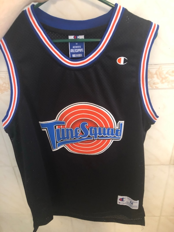 reputable site 5aa25 31518 black and red New York Knicks basketball jersey
