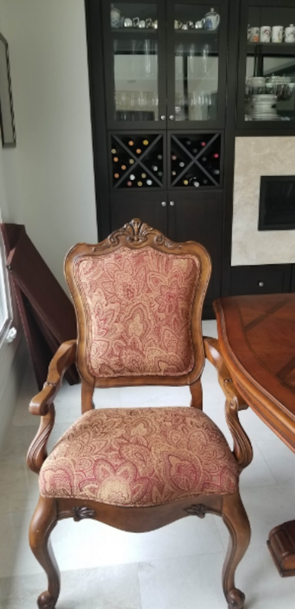Ethan Allen Dining Table 8 Chairs And China Cabinet