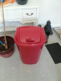 red plastic container with lid Thibodaux, 70301