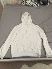 Basic white mens H&M hoodie (medium) Burnaby, V3N 1Z3
