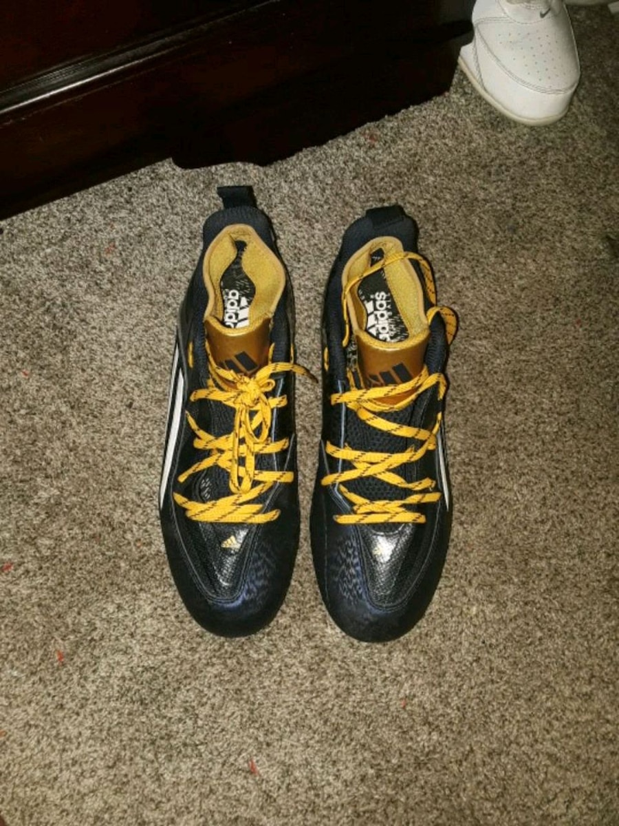 Photo Adidas Football Cleats Size 11