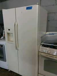 Ge side by side refrigerator excellent conditions  Baltimore, 21223