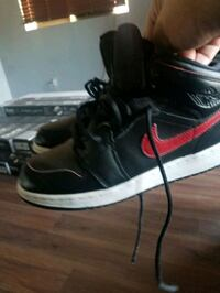 Jordan shies size 6 youth  in good condition  Lancaster, 93535