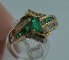 14kt yellow gold ring with emeralds and diamonds size 8 5.2 gr total weight .approximately 0.25 carat of diamonds ( 8 round diamonds 10 baguette diamonds) and 8 baguette emeralds  1 oval emerald  . 845074-2.