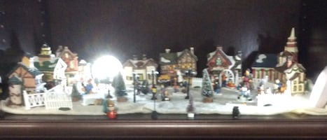 CHRISTMAS VILLAGE MINI