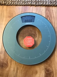 Conair digital round glass scale . Model # TH 325. Looks new. Works great in pounds& kg. Size 13x13 2273 mi