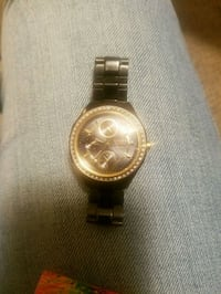round gold-colored analog watch with link bracelet Houma
