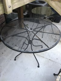 round black metal patio table Arlington, 22209