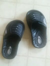 pair of black  slide sandals for toddler's  Des Moines, 50320