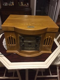 Spirit of St. Louis record player stereo and cd works just needs belt for turn table Hagerstown, 21740