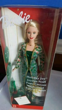 women's green and white traditional dress Calgary, T2Z 3Y5