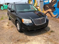 Chrysler-Town and Country-2009 Detroit
