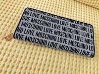 New! Authentic moschino zip wallet Торонто, M8Y 3L3