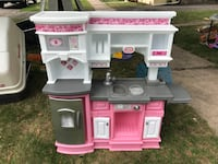 pink and white kitchen playset Lockport, 14094
