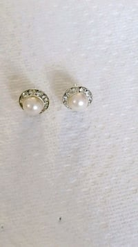 Vintage Clear Crystals And Pearl Earrings Markham, L6B 1G6