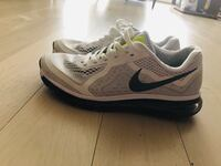 Mens size 11 nike running shoes  Burnaby, V5H 0E9