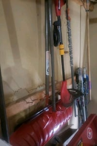 Weed eater and shovel $30 firm snow Leduc, T9E 4X8