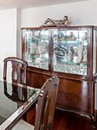 Antique cabinet with mirrored back glass display in excellent condition Miami, 33144