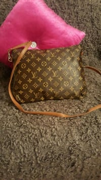 brown monogrammed Louis Vuitton leather crossbody bag Laval, H7W