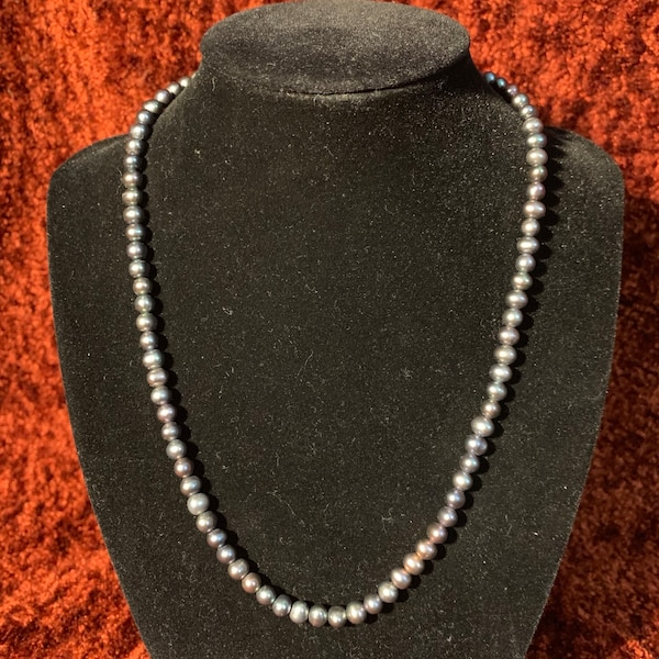 Genuine Black Pearl Necklace with 10k Gold Clasp c34766fd-bf4b-4a00-9bba-6651474f0763