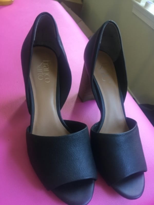 Pair of black leather pointed-toe pumps 2