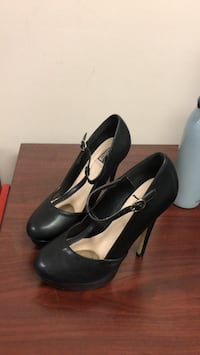 pair of black leather heeled shoes Toronto, M9W 2W2