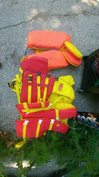 2 adult and one child life jackets..no issues Toronto, M9C 1Y6