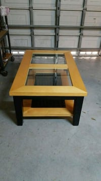 Coffee table  Coral Springs, 33076