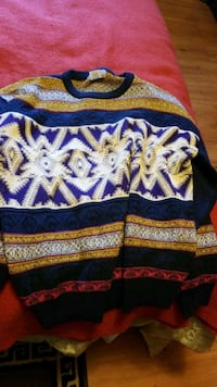Tosani mens sweater size medium  Victoria, V8V 1T6