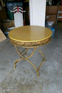 round metal folding table Centreville, 20121