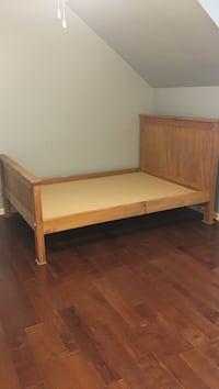 Wood full size bed Tallahassee, 32308