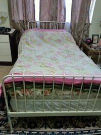 pink and white floral bed sheet Burnaby, V3J