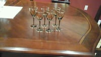 Beautiful  vintage  (6)  gold  liquor  glasses  ,pick up at weston and Vaughan, L4H 2C2
