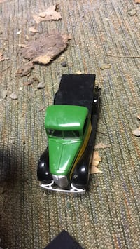 Green and black car die-cast model Horseheads, 14845