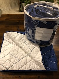 Living Textiles Crib Comforter and Bumper Pad set in Navy/White