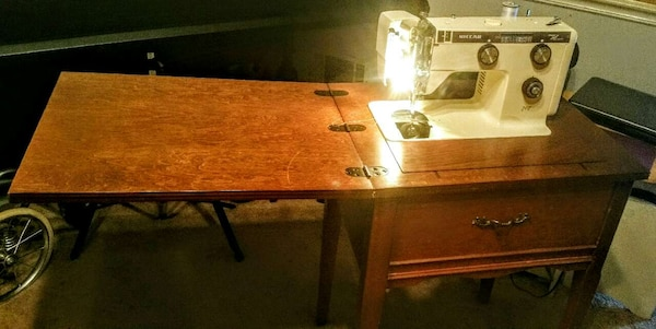 Awe Inspiring Vintage Antique Sewing Machine Sewing Table Home Interior And Landscaping Transignezvosmurscom