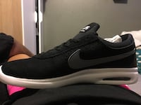 unpaired black and white Nike low-top sneaker Anaheim, 92802