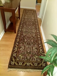 %100 Wool Hand made Runner Rug in excellent condit
